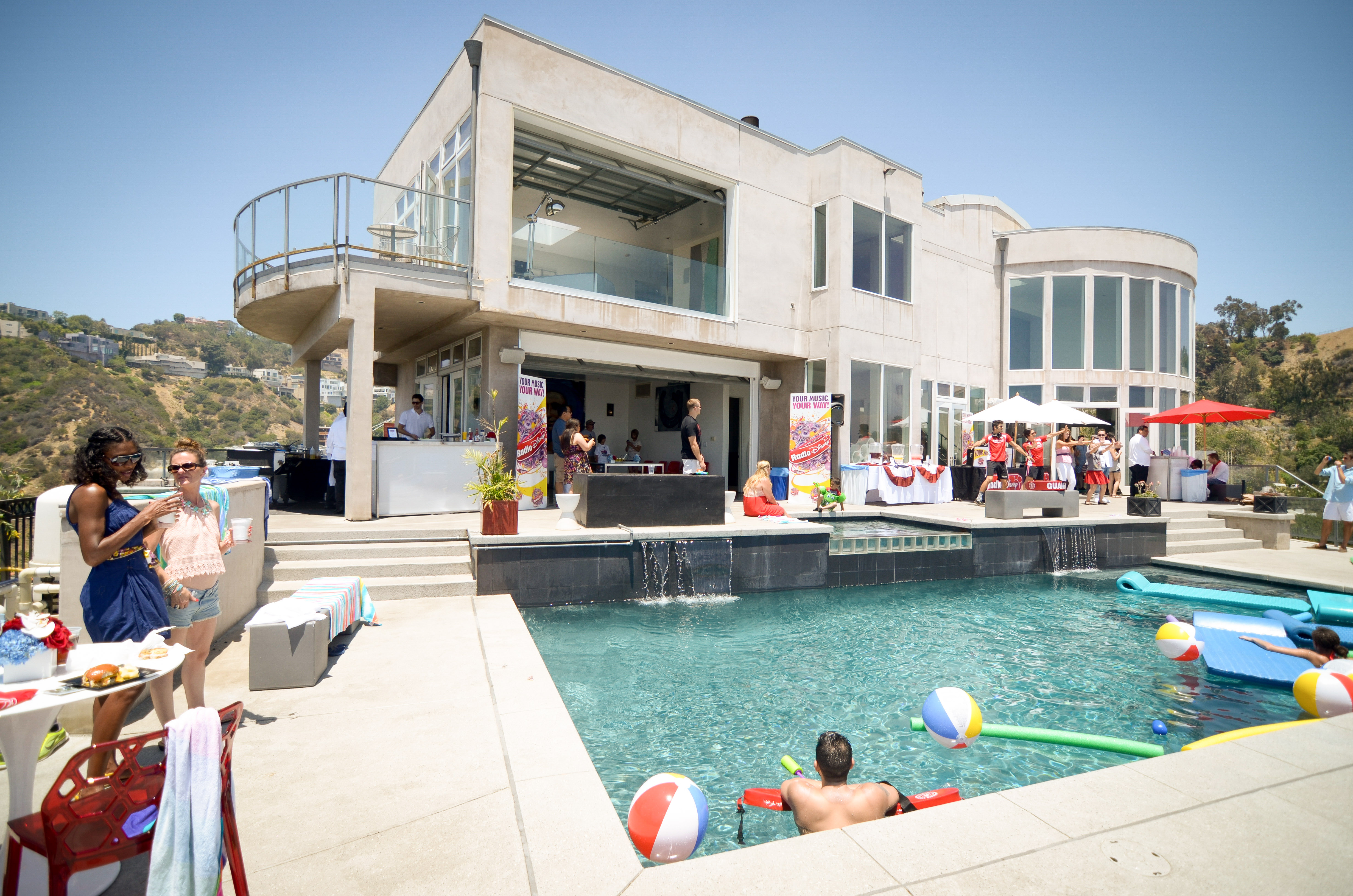 Radio disney event at the devoe house hollywood hills for Hollywood mansion party rental
